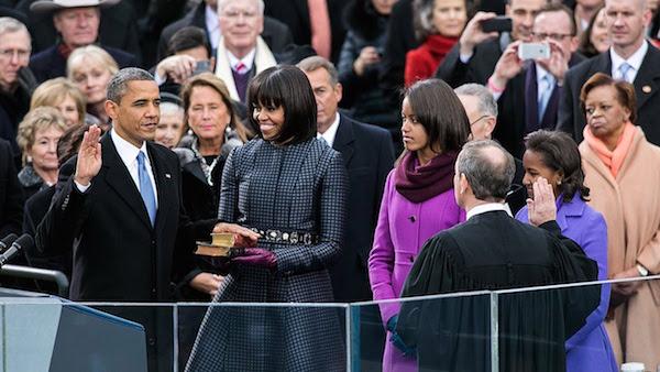 Barack Obama prête serment sur deux bibles lors de son investiture en Janvier 2009