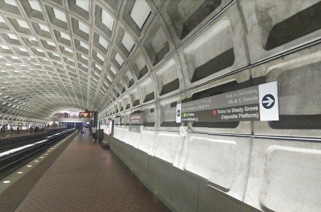Les panneaux qui indiquent les sorties dans les stations de métro de Washington