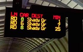 Panneau d'affichage dans une statioin de métro à Washington, DC